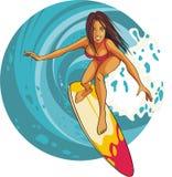 Muchacha de la persona que practica surf que monta una onda Foto de archivo libre de regalías