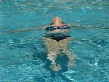 Muchacha de la piscina imágenes de archivo libres de regalías