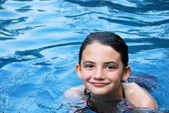 Muchacha de la piscina imagen de archivo