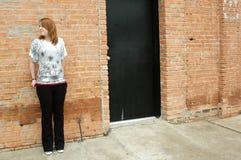 Muchacha de la puerta de atrás Imagenes de archivo