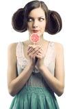 Muchacha de la vendimia con el lollipop, ella mira la derecha Fotografía de archivo libre de regalías