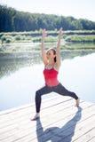 Muchacha de la yoga en actitud del guerrero 1 Imágenes de archivo libres de regalías