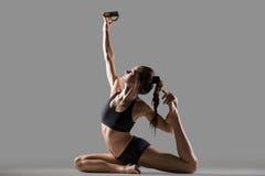 Muchacha de la yogui que hace el autorretrato Foto de archivo libre de regalías
