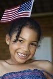Muchacha de Lilttle con el indicador americano Foto de archivo
