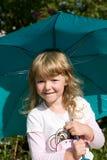 Muchacha de Llittle con el paraguas Imagen de archivo libre de regalías