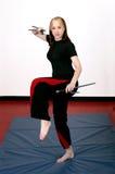 Muchacha de los artes marciales con sai Imágenes de archivo libres de regalías