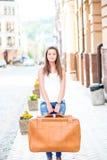 Muchacha de mirada triste con la maleta Fotos de archivo libres de regalías