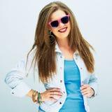 Muchacha de moda del adolescente que se opone al fondo blanco Imágenes de archivo libres de regalías