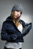 Muchacha de moda en chaqueta del dril de algodón Imagenes de archivo