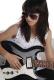 Muchacha de moda que toca la guitarra eléctrica Imagenes de archivo
