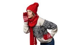 Muchacha de Navidad del invierno que dice un secreto Imágenes de archivo libres de regalías
