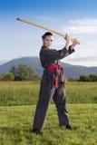 Muchacha de Ninja con la espada de Katana Imágenes de archivo libres de regalías