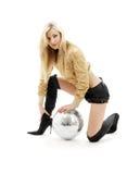 Muchacha de oro de la chaqueta con la bola #3 del disco Foto de archivo libre de regalías
