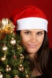 Muchacha de Papá Noel con el árbol de navidad Foto de archivo libre de regalías