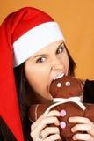 Muchacha de Papá Noel con la marioneta del hombre de pan de jengibre Foto de archivo