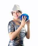 Muchacha de partido con la bola del sombrero y del disco fotografía de archivo