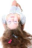 Muchacha de pelo largo con la mentira de la mariposa Fotos de archivo