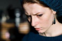 Muchacha de pensamiento con el sombrero Imagen de archivo libre de regalías