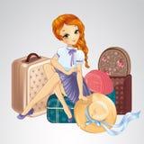 Muchacha de Redhair que se sienta en las maletas Imagenes de archivo