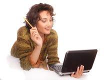 Muchacha de risa con el ordenador portátil Imagen de archivo libre de regalías