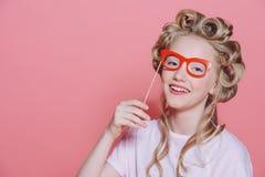 Muchacha de risa con los vidrios Fotos de archivo libres de regalías