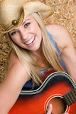 Muchacha de risa de la guitarra Imagen de archivo libre de regalías