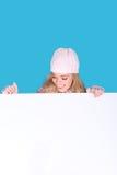 Muchacha de risa que mira abajo la muestra en blanco Fotos de archivo libres de regalías