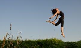 Muchacha de salto. Fotos de archivo