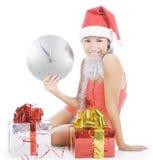 Muchacha de Santa con el reloj que muestra medianoche Fotos de archivo libres de regalías