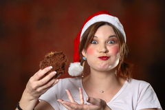 Muchacha de Santa con la torta Fotografía de archivo