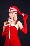Muchacha de Santa que sostiene un lollipop. Fotos de archivo