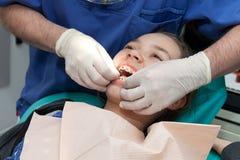 Muchacha de su dentista Fotografía de archivo