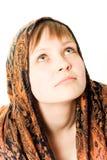 Muchacha de sueño con el pañuelo atado alrededor de su cabeza Fotos de archivo libres de regalías