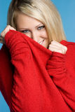 Muchacha de suéter juguetona Fotografía de archivo