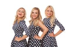 Muchacha de tres blonde en vestidos del punto y lápiz labial rojo Fotos de archivo