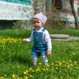 muchacha de un año al aire libre Imagen de archivo