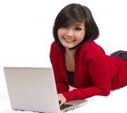 Muchacha de universidad asiática con la computadora portátil Imágenes de archivo libres de regalías
