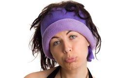 Muchacha de universidad fresca que hace la cara divertida/triste Imagen de archivo libre de regalías