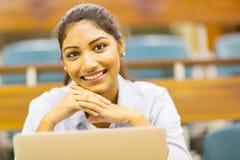 Muchacha de universidad india imagen de archivo
