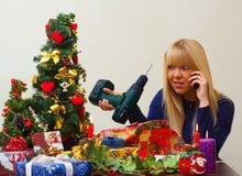 Muchacha decepcionada sobre el regalo incorrecto de la Navidad Imagen de archivo
