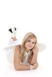 Muchacha del ángel en la mentira blanca Fotografía de archivo
