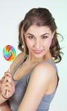 Muchacha del adolescente con el lollipop Foto de archivo libre de regalías