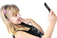 Muchacha del adolescente con el teléfono móvil Imagenes de archivo
