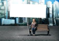 Muchacha del adolescente con la bandera Imagen de archivo libre de regalías