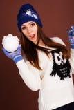 Muchacha del adolescente con la bola de nieve Foto de archivo