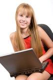 Muchacha del adolescente con la computadora portátil aislada en blanco Foto de archivo libre de regalías