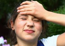 Muchacha del adolescente con la insolación Imagenes de archivo