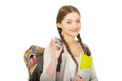 Muchacha del adolescente con la mochila de la escuela Imágenes de archivo libres de regalías