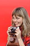 Muchacha del adolescente con la película vieja Imagenes de archivo