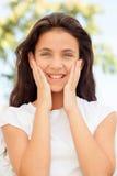 Muchacha del adolescente con la sonrisa de los ojos azules Fotos de archivo libres de regalías